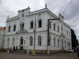 Prédio onde funciona a Prefeitura Municipal e a Câmara Municipal de Rio Novo