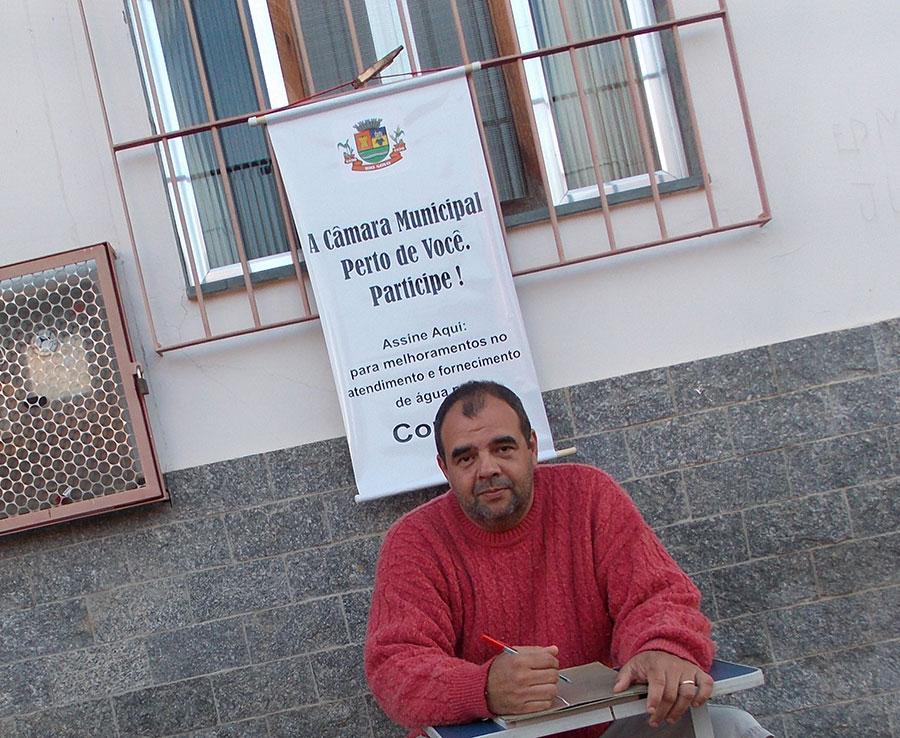 Representante da Câmara, esteve em vários bairros da cidade colhendo assinaturas.