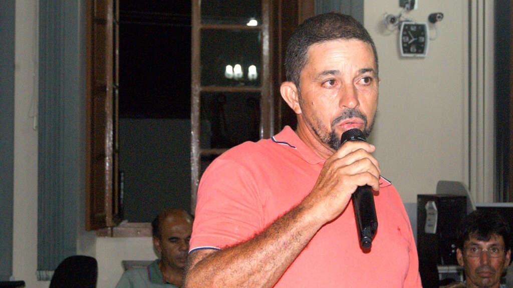 Morador reclama de serviços da ENERGISA em Rio Novo