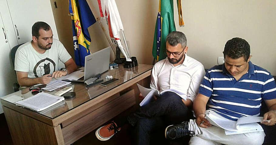 Vereadores de Rio Novo em reunião para debater sobre Lei Orgânica